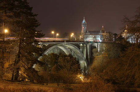 Open image Pont Adolphe (Luxembourg-city) by night in a lightbox/slideshow
